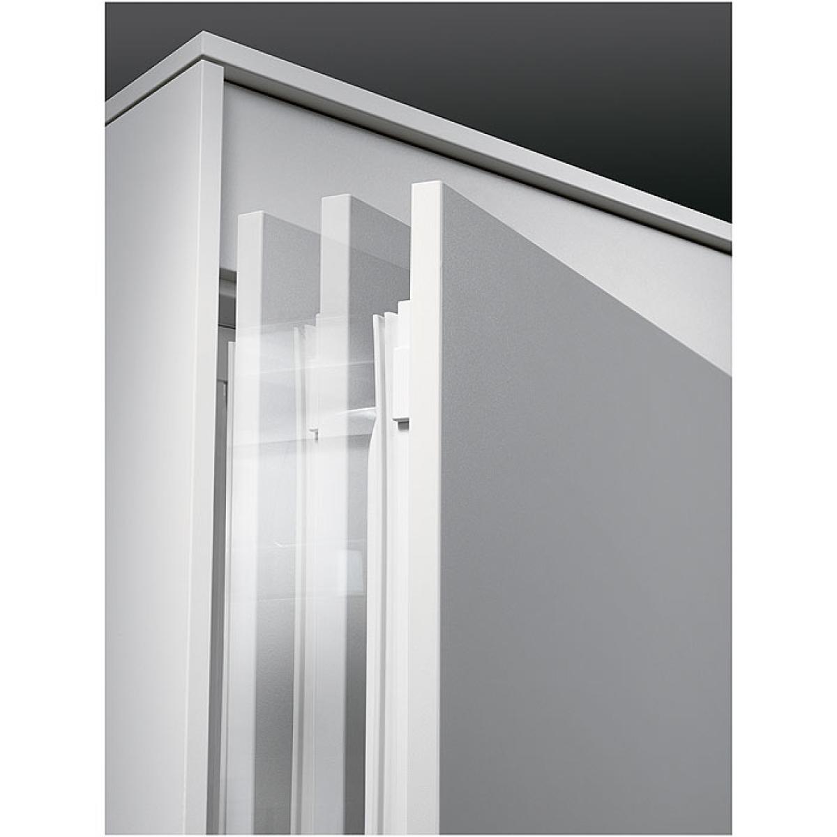 aeg sfe88841ac einbauk hlschrank mit gefrierfach 88cm nischenh he festt r technik softclosing. Black Bedroom Furniture Sets. Home Design Ideas